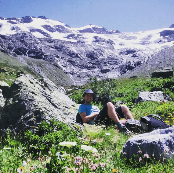 Summer hiking in the Alps