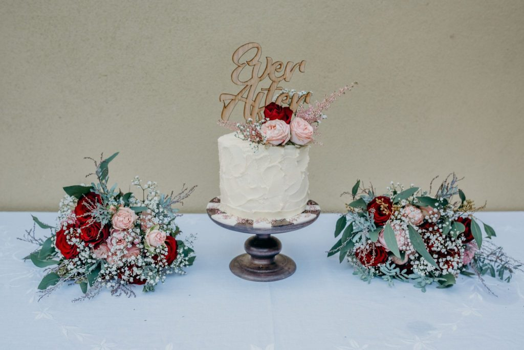 november recap elopement wedding cake cream and red